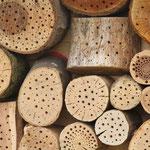 Nur Hartholz mit unterschiedlichen Bohrungen