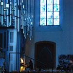 Domorganist Josef Still spielt auf der neuen Klais-Orgel von St. Stephan.