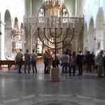 Das weitläufige Innere der Kirche St. Pantaleon.