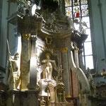 Der barocke Hauptaltar im ehemaligen Mönchschor hinter dem Lettner.
