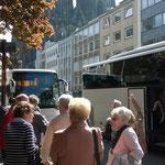 Pünktlich kamen wir mit unserem Bus am Ziel an.