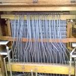 Blick in den pneumatischen Orgel-Spieltisch.