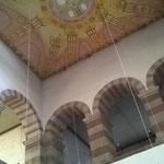 Die westlichen Emporen mit der rekonstruierten Decke.