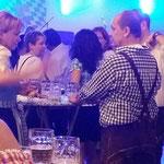 Fröhliche Gäste beim Oktoberfest 2014.