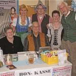 Der Vorstand und das Kassenteam beim Oktoberfest 2015.