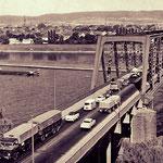 Recht eng war die alte Brücke, dafür konnte man direkt von der Hauptstraße auffahren.