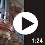 Domorganist Still spielt die große Orgel.