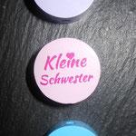 """Motivscheibe """"kleine Schwester"""" (flieder, rosa), """"kleiner Bruder""""(blau)"""