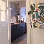 Blick vom Bad in die Küche