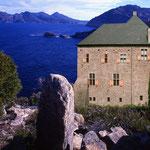 IMMAGO REAL ESTATES • Schloss mit Küste