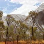 Uluru bei Regen
