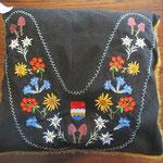 Blumen, Muotataler Wappen, gefüllt mit Hirse und Dinkel