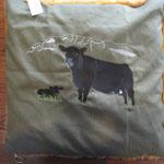 Angus Kuh mit Kalb, gefüllt mit Hirse und Dinkel