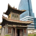 Ulaan Bataar : Monastère du Choijin Lama : le paradoxe de l'ancien et du moderne.