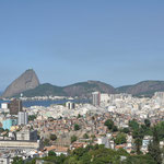 Les favelas, la ville, le pain de sucre