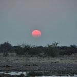 Le soleil sur couche sur Namutoni