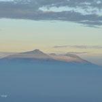 Toujours au lever du soleil, un autre volcan de l'autre côté (A Java, il y a des volcans partout)