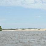 Les dunes et la mer gagne peu à peu sur la rivière