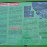 Le Kelimutu et ses 3 cratères. Le lieu est sacré, pour les gens de la région. Les trois lacs sont peuplés d'esprits