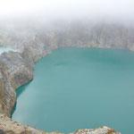 Le troisième la : le Tiwu Ata Polo (lac ensorcelé ou enchanté), séparé du précédent par un simple rempart, de couleur rouge-brun foncé mais là il était bleu...