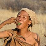 Ils nous expliquent les plantes à manger, celles qui peuvent donner à boire