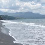 La longue plage, déserte bien sur