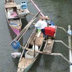 barque traditionnelle. Le poisson est à vendre