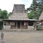 La maison traditionnelle et son toit de chaume