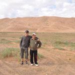 Merci à Bilgee notre guide (le plus grand) et à Bataa notre super chauffeur, qui ne s'est jamais perdu. Il faut dire qu'il n'avait ni GPS, ni carte, ni indication sur la route :-)