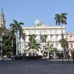 Parque Central avec en fond, l'hôtel Ingleterra