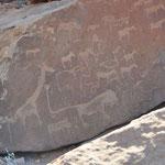 L'ensemble de Twyfelfontein se compose pour l'essentiel de gravures réalisées dans le grès rouge il y a environ 6000 ans