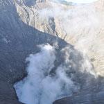 Le cratère fumant