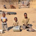 Enfants au bord de la route