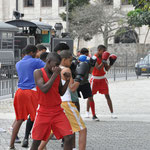 Leçon de boxe en plein air