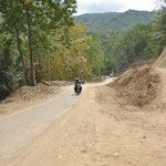 L'état des routes à Florès est en voie d'amélioration. Mais les routes sont peu nombreuses