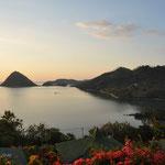 De nouveau un coucher de soleil sur Labuan Bajo à l'est de la Baie