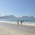 Sur la plage de Copacabana.