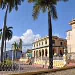 La Plaza Mayor et le Museo Romantico en premier plan