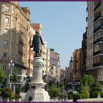 Estatua de José Zorrilla y Calle de Santiago