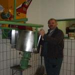 Resch Franz bei der Knetmaschine
