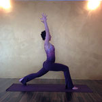 Virabhadrasana 1 Variation - Yoga Studio Freising - YOGALounge FS