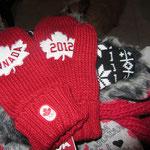 Canada mittens
