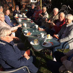 Gäste im Café-Garten