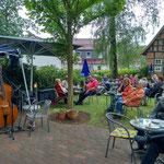 Musik im Café-Garten mit Roy Peter
