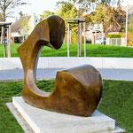 """Aufstellung der Skulptur """"C"""" im Park Jostensbusch in Neuss im Juni 2020"""