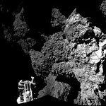 Nahaufnahme des letzten Landeplatzes, links unten eines von den drei Standbeinen. Aus zwei Einzelaufnahmen zusammegesetzes Mosaik, aufgenommen durch Philae's CIVA-System. (Credit: ESA/Rosetta/Philae/CIVA)