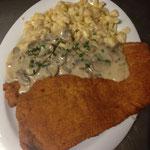 Champignonrahmschnitzel mit hausgemachten Spätzle