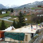 Montage der Holzplatte im November 2014.