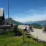 Pausen mit Erfrischung auf der Alp.