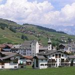 Dorf Vella, im Hinitergrund Dorf Morissen